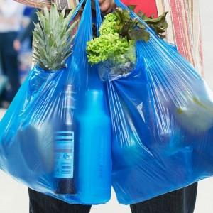 S'estudia prohibir les bosses de plàstic a partir del 2020.